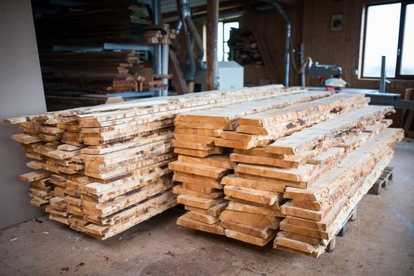 Frisches Zirbenholz aus den Alpen